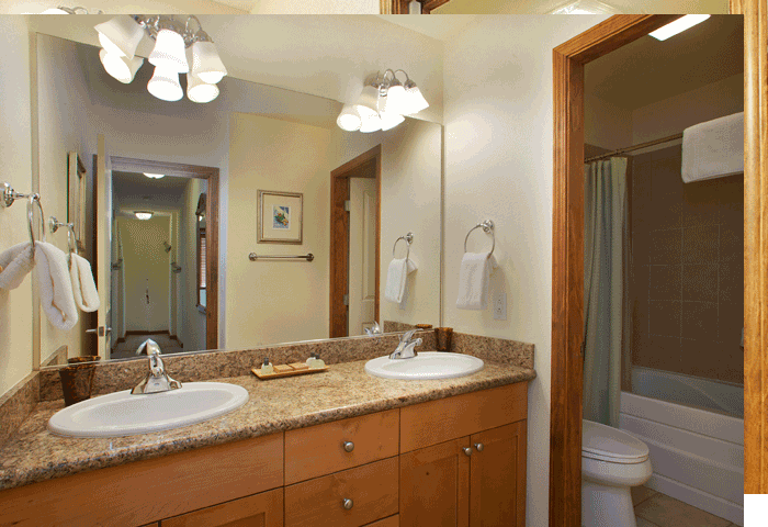 Granite and tiled bathrooms in Mammoth Lakes Eagle Run Condos