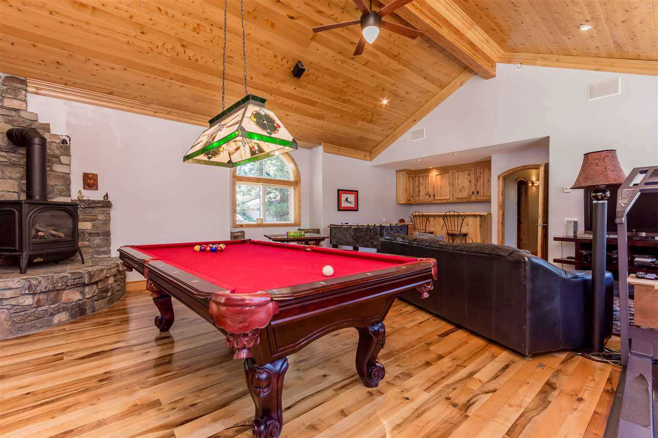GFamily Room with Billiard Table